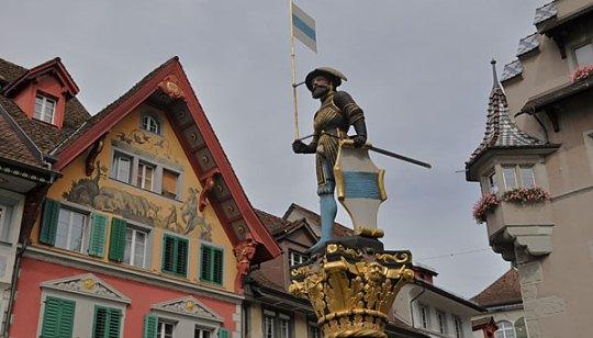 Kolinbrunnen Linderplatz Zug