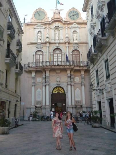 Ksenija and Katarzyna in Corso Vittorio Emanuele, in the center of Trapani