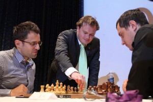 The first games of the opening round started in Tromso after Commissioner for Business, Culture and Sports of Tromso Municipality, Mr. Jonas Stein, made the first symbolic move in the Aronian-Markov game.