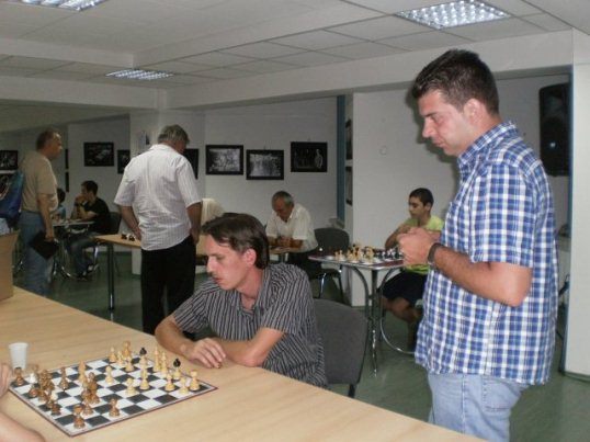 Grandmasters Levente Vajda and Gergely Szabo analysing the games