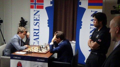 Nakamura and TD Chris Bird watching Carlse-Aronian in Round 6