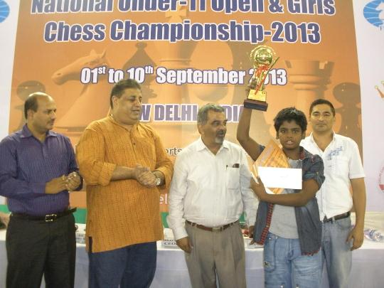 Rahul Shrivatshav receiving Runner-up trophy in Open Section
