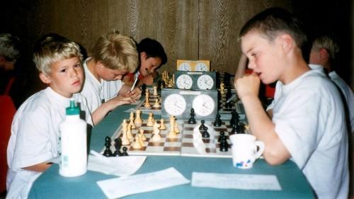 Magnus Carlsen vs Håvard Vederhus in 1999