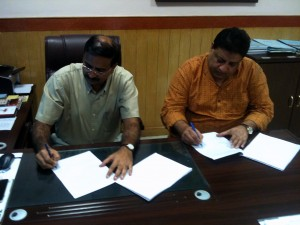 Addl DG DD Ranjan Thakur and AICF CEO Bharat Singh Signing the Agreement of FWCM Telecast on DD Sports