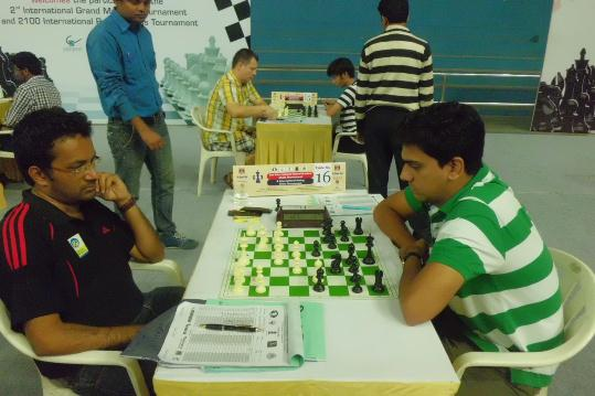 GM S Kidambi in action with IM Norm achiever Aniruddha Deshpande