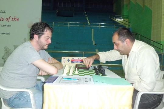 Grandmaster Azer Mirzoev (Right) making the move against Grandmaster Levan Pantsulaia