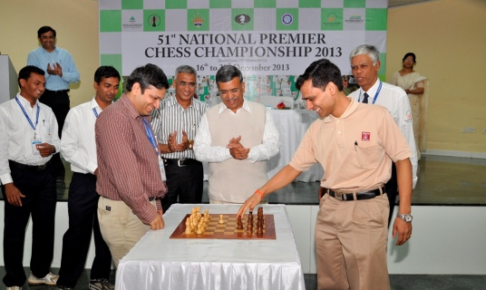 Shri Ashok Jain watches GM Sasikiran answering to the inaugural move by GM Abhijit Kunte