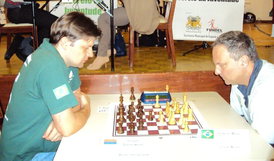 IM Dragan Stamenkovic (left) vs. GM Gilberto Milos - Festa da Uva 2012