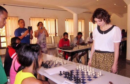 WGM Nino Maisuradze starting the simul