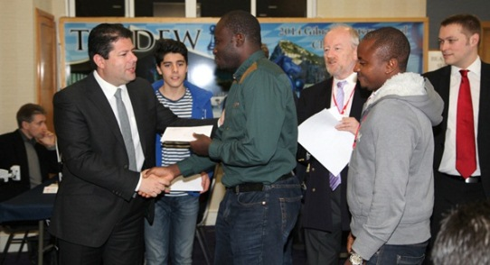 Chief Minister of Gibraltar Fabian Picardo presents the prizes to the winners in the Blitz Pairs