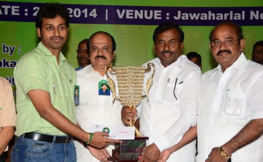 Grandmaster M R Venkatesh with the Champion trophy, JCD Prabhakar, MLA, President,All India Chess Federation, Saidai Duraisamy, Mayor of Chennai, N Balaganga, MP