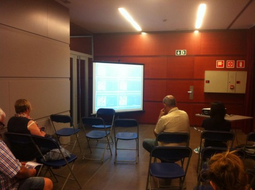 A screen with live coverage of the top boards gathers spectators