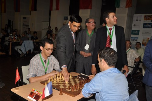 Anand first move, looking at 4 tables pgn screen