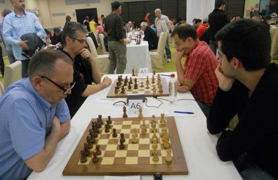 Benjamin Bok (r) surged ahead by defeating Emir Dizdarević
