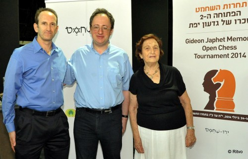 Co-organizer Gilad Japhet with Boris Gelfand and Prof. Sara Japhet, wife of the late Gideon Japhet