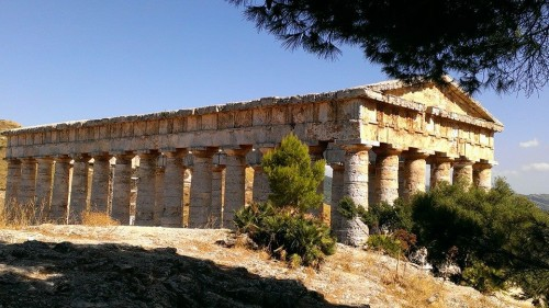 Segesta greek doric temple (photo by Brent Burg)