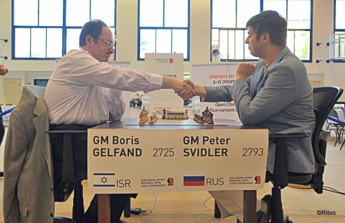 Gelfand and Svidler shake hands before their first game