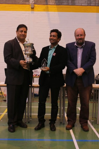 GM Deep Sengupta receiving his trophy and a cheque for £1500  from Mr Bharat Singh (Chairman of the Commonwealth Chess Association) with Hamish Glen (President of ChessScotland)