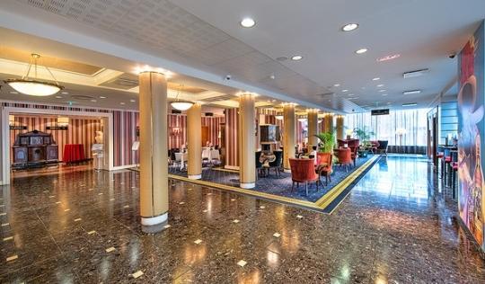 Meriton Grand Conference & Spa Hotel