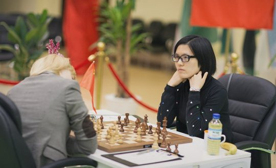 Anna Ushenina and Hou Yifan
