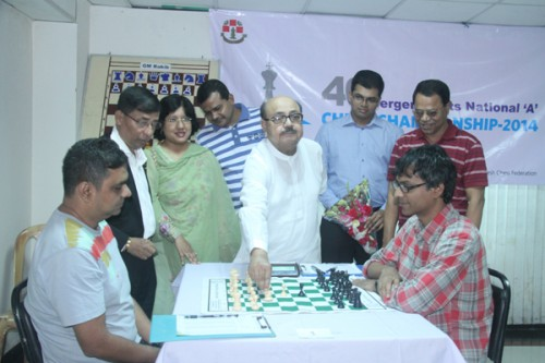 Chief guest Mr. Mozaffar Hossain Paltu inaugurating the event to make the first move