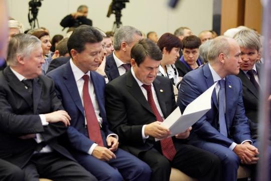Igor Levitin preparing the welcome address of the Russian President Vladimir Putin
