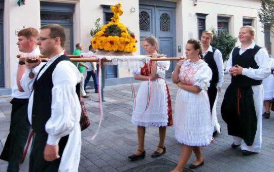 Procession, Crown
