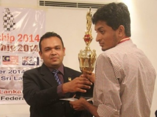 Buddhika Amarasinghe receives the trophy