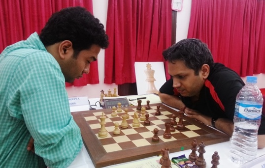 With a clinical win over GM Abhijit Kunte (right), GM Deep Sengupta moved up to joint second spot
