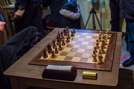 The first board privilege: a quality chess set and camera shooting!