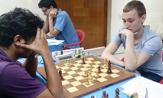 GM Mozharov Mikhail (Russia) in deep thought, GM Brunello Sabino (Italy) in the rear