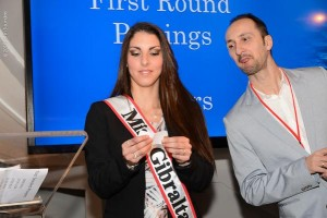 Veselin Topalov curious about the drawing of lots by Miss Gibraltar