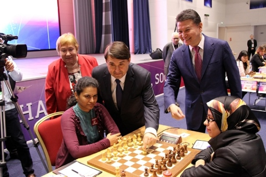 Igor Levitin, adviser of the Russian President, making a symbolic first move of the Championship
