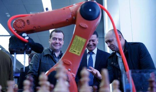 Medvedev chess robot