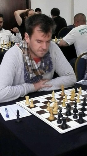 Arne Kaehler talked the Lucky Dino management to sponsor the chess open