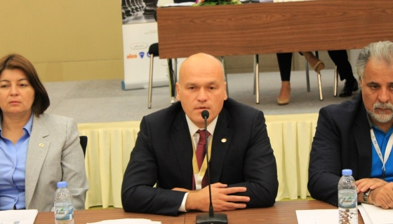 Andrey Filatov speaking at the FIDE Congress in Abu Dhabi