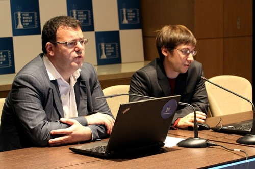 Dmitry Jakovenko analyzing his game with Emil Sutovsky