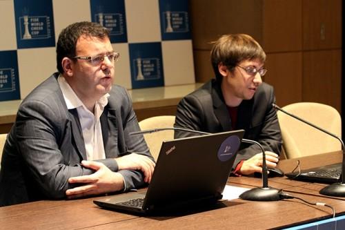 Dmitry Jakovenko analyzing his game with Emil Sutovsky