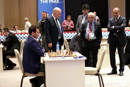 Excitement around Mamedyarov's board