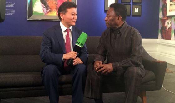 FIDE President Meets the Football King Pele
