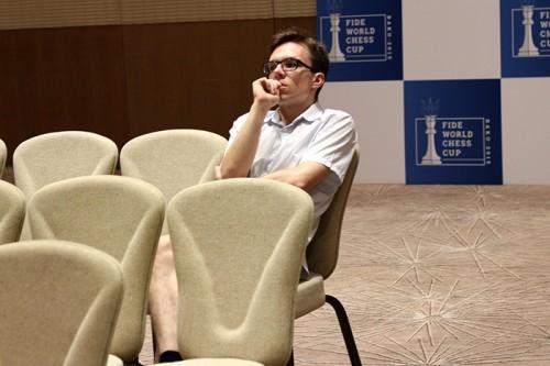 Mateusz Bartel observing the games of his compatriot