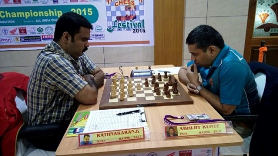 GM-Abhijit-Kunte-right-defeated-IM-K-Rathnakaran