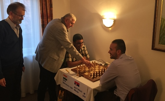 Honorary first move in game Siva Mahadevan - Nikola Nestorovic