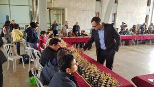GM Pavel Eljanov delivers a simultaneous exhibition
