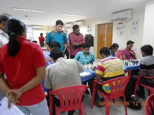 FIDE Arbiter Aarthie Ramaswamy along with IM Praveen Kumar & GM Deepan Chakkravarthy watching the game between IM Ramnath Bhuvanesh and Debashish Dutta