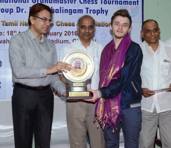Vladimir Belous receiving trophy