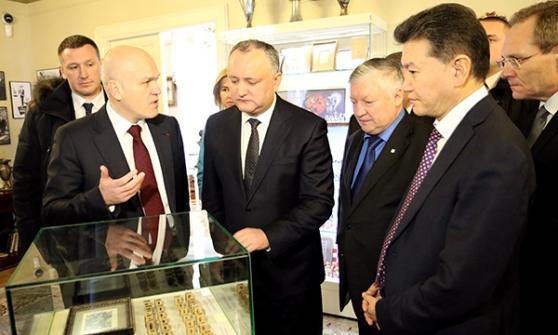 President of Moldova visits Central Chess Club in Moscow