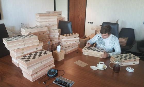 Karjakin signing chess boards