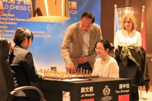 challenger Ju Wenjun and the current champion Tan Zhongyi